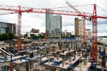 현대 도시에서 건설 마당