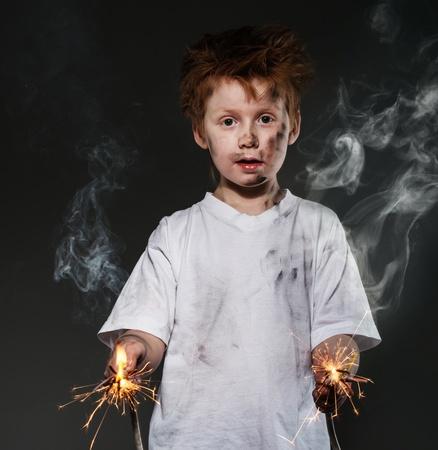 Poco pelirroja chico malo con hilos brillantes Foto de archivo - 26464887