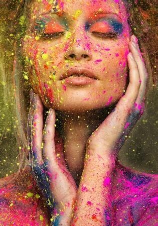 若い女性の髪型と創造的なボディー アート ミューズ 写真素材