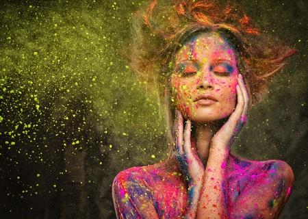 若い女性の髪型と創造的なボディー アート ミューズ 写真素材 - 27447131