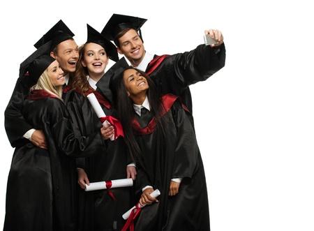 マルチ selfie を取って卒業の若い学生の民族グループ