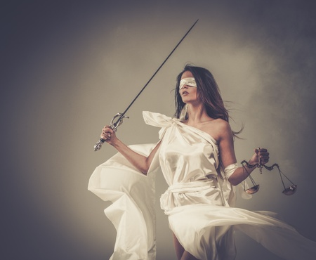 Femida、正義の女神、スケールと剣