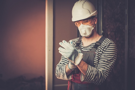 Builder in protective wear during new building construction Stockfoto