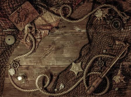 Concepto del mar en un fondo de la tabla de madera Foto de archivo - 37682354