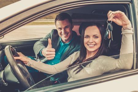 車のキーと幸せな運転学生 写真素材