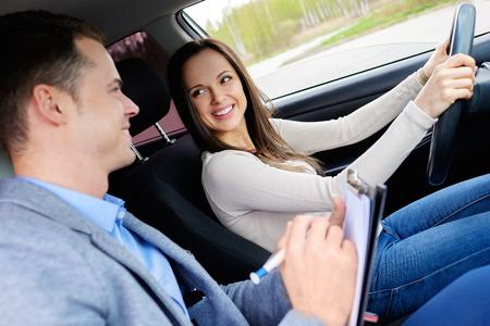 시험 차에 강사와 여자 학생을 운전 스톡 콘텐츠 - 39952386