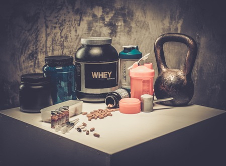 Bodybuilding nutrition supplements and chemistry Foto de archivo