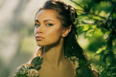 魔法の森エルフ女