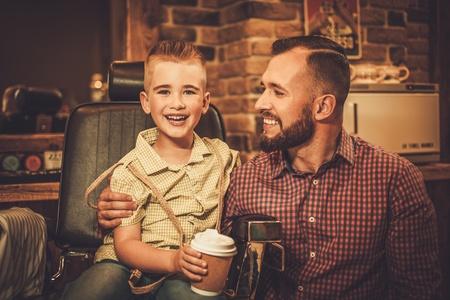 スタイリッシュな少年と彼の父親に理髪店 写真素材