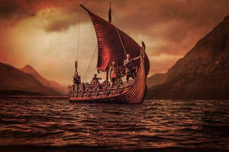 Gruppo di vichinghi sono galleggiante sul mare su Drakkar con le montagne sullo sfondo.