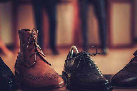 재단사 스튜디오에서 사용자 지정 만든 된 신발입니다. 스톡 콘텐츠 - 76418169