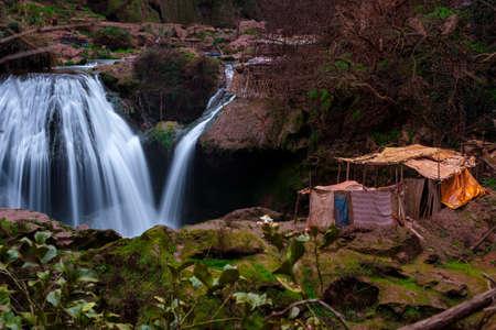 Berber Dorf in der Nähe von Ouzoud Wasserfall in Marokko Standard-Bild - 78788632