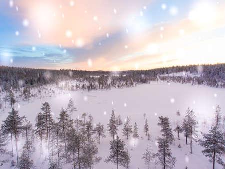 ラップランドの冬の風景を空中で見ることができます。