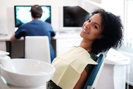 Patiënt wacht op x-ray resultaten. Stockfoto