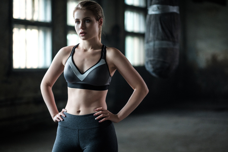 Female Boxer preparing for training in Boxing Club Stockfoto
