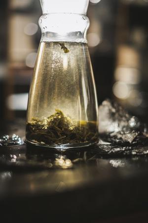 Vertical brewing of a tea