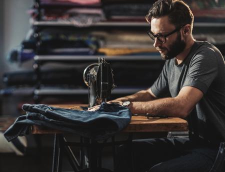 Fashion designer working in his studio Imagens