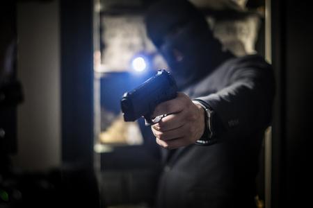 Ardmed man robbing a bank 版權商用圖片