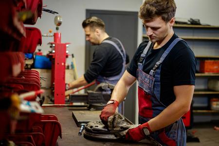 Car mechanics inspecting headlights in a workshop Zdjęcie Seryjne