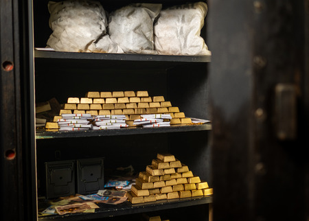 Bank vault with gold and cash 版權商用圖片