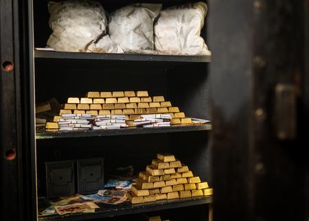 Banktresor mit Gold und Bargeld