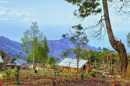 stoop: Tazindang peak ( highest peak of Bangladesh ) View from simpantipara : Roma : Bandarban HDR Stock Photo