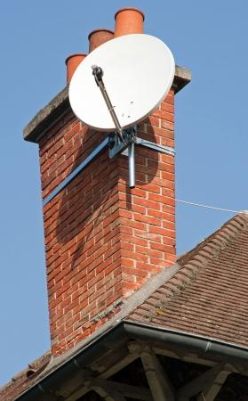 parabole sur une cheminée.