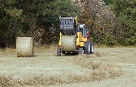 machine with straw bales, the ball goes out of the press