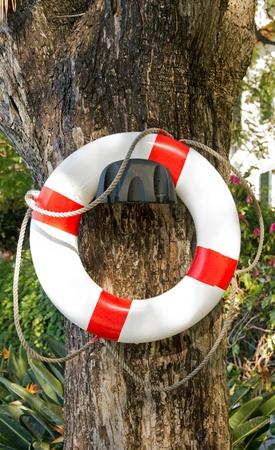 pr�voyance: Gilet de sauvetage est entr� en collision sur un mur, une pr�voyance contre les risques de noyade en piscine