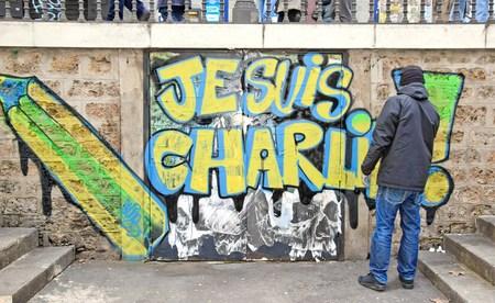 Je suis Charlie: la réponse d'un artiste français aux actes terroristes commis en Janvier, 2015 (Paris France) Banque d'images - 35831496