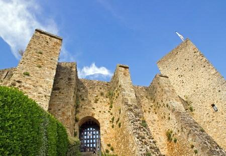 Château de Madeleine jouer avec les nuages ??(Vallée de Chevreuse, France).