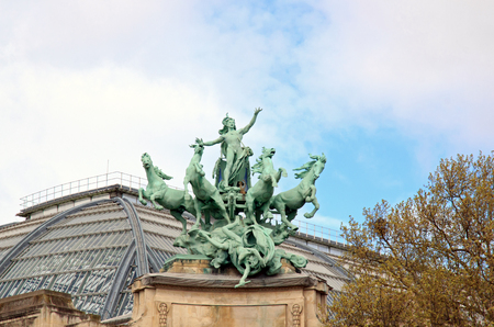 palais: Decoration of the bridge Alexander III (19th century), victory and horses. The roof of the Grand Palais. (Paris, France)