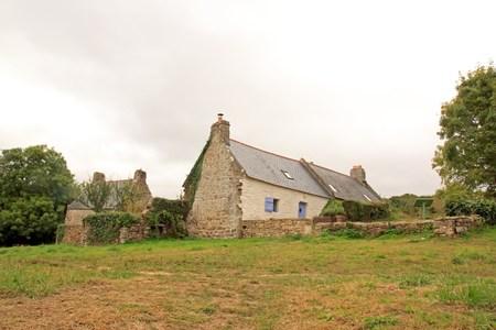 la maison de Douarnenez ancien pêcheur (datant du XIXe siècle), sur le site de Plomarc'h une journée de mauvais temps (Bretagne, Finistère, France) Banque d'images