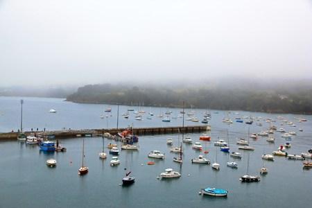 Port de Douarnenez dans le mauvais temps (Bretagne, Finistère, France)
