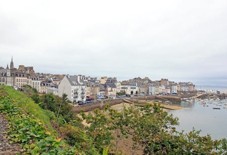 Le port de Douarnenez vu depuis la piste Plomarc'h par un jour de mauvais temps (Bretagne Finistère France)