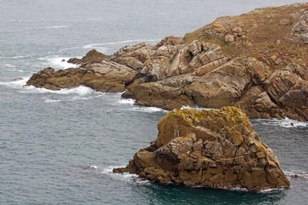 Cap Sizun, gros plan sur les rochers, avec un jour de temps calme (Bretagne, Finistère, France)
