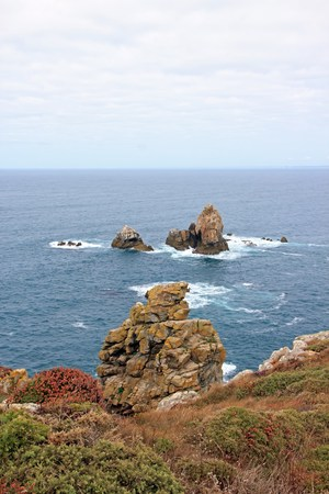 Cap Sizun, rocks and low vegetation, with a day of quiet time (Brittany, Finistere, France) Stock Photo