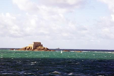 St Malo, fort du grand BÃ © © Ã marée haute (Bretagne France)