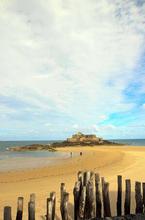 Fort de St Malo à marée basse (Bretagne France) Banque d'images