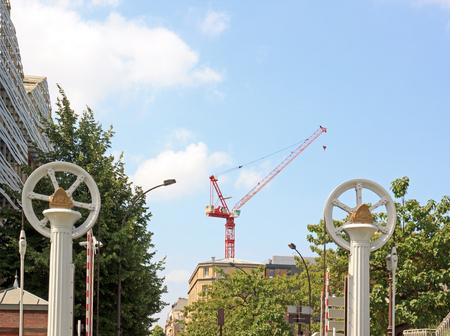 Mécanisme du pont levant, la grue au centre. Canal de l'Ourcq (Paris France)