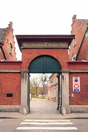 Entrée du petit couvent Beguine Notre-Dame ter Hoyen (Gand Belgique). Banque d'images