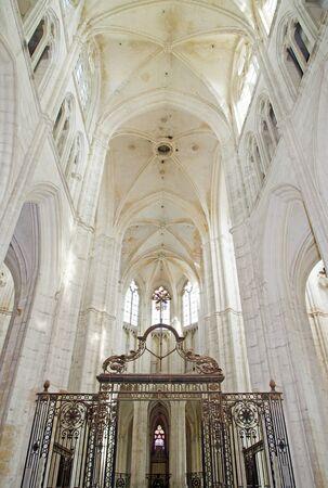Intérieur de l'église abbatiale de St Germain à Auxerre (Bourgogne, France) Éditoriale