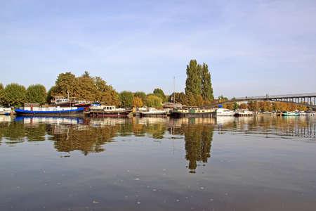 La marina d'Auxerre (Bourgogne, France). Banque d'images