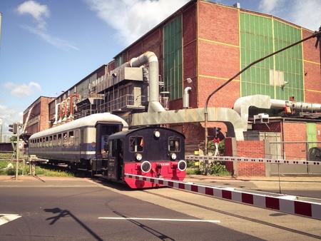 industrieel: Trein in industriegebied
