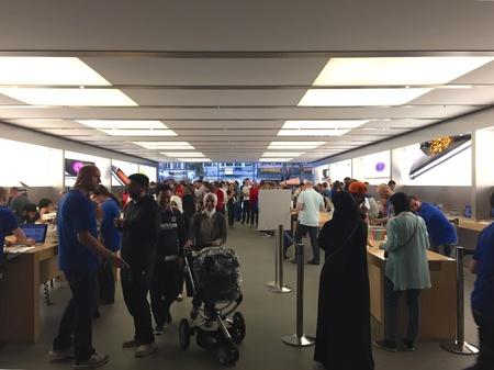 Release of iPhone 6 September 29 - Apple Store frankfurt