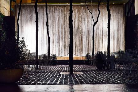 breen: Progettato dallo studio di architettura del paesaggio di Sion e Breen, � stato aperto il 23 maggio 1967. Paley Park � spesso citato come uno dei migliori spazi urbani negli Stati Uniti. Editoriali