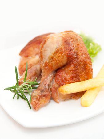 pollo rostizado: Muslos de pollo asado y verduras