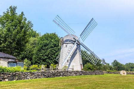 Jamestwon に行く途中この風車は圃場に座っています。
