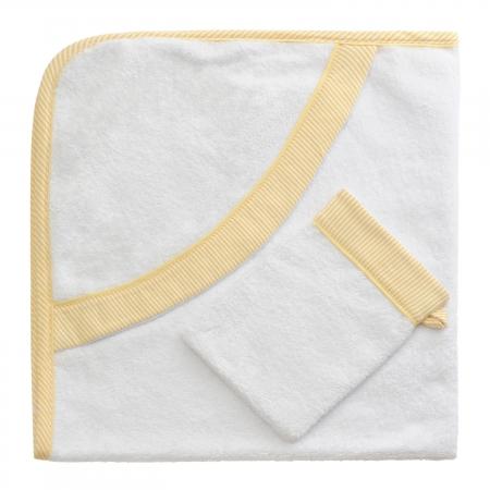 baby towel: ba�o blanca toalla de beb� sobre un fondo blanco