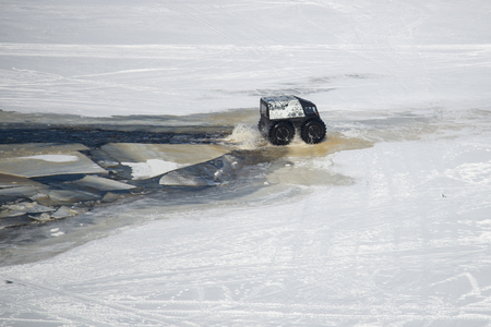 On snowy desert surface race on all-terrain suv top view copy space Foto de archivo